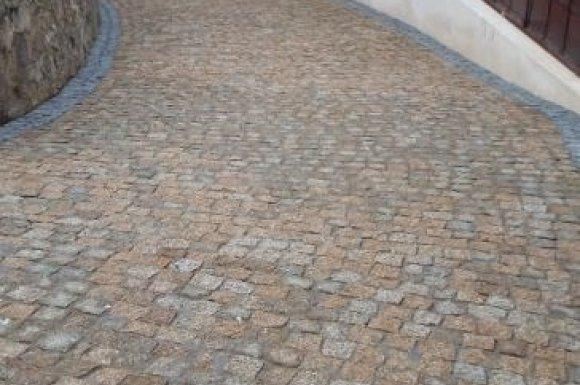 pavage en pierres à Le Cannet-des-Maures