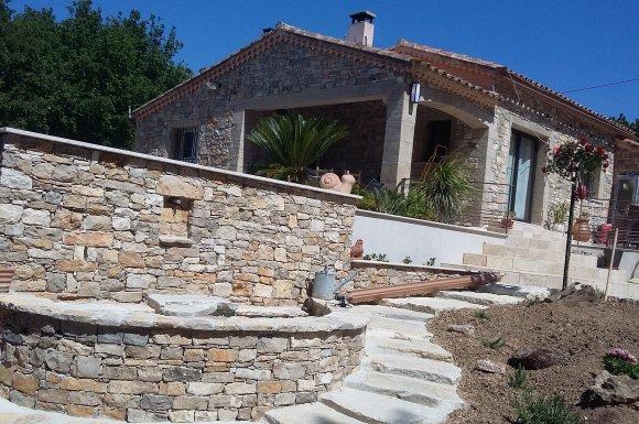 vendeur_de_pierre_naturelle_galet_et_mobilier_frejus.jpg