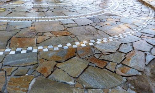 Fournisseur de pierre naturelle, galet et mobilier Trans-en-Provence
