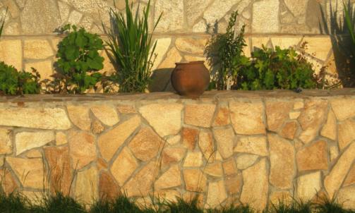 Vendeur de pierre naturelle, galet et mobilier  Trans-en-Provence