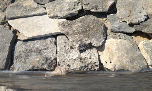 Vendeur de pierre naturelle, opus vieilli,  Le Cannet des Maures